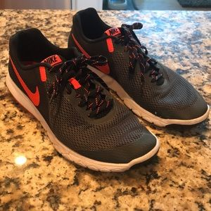 NIKE Flex Experience RN 5 athletic shoes